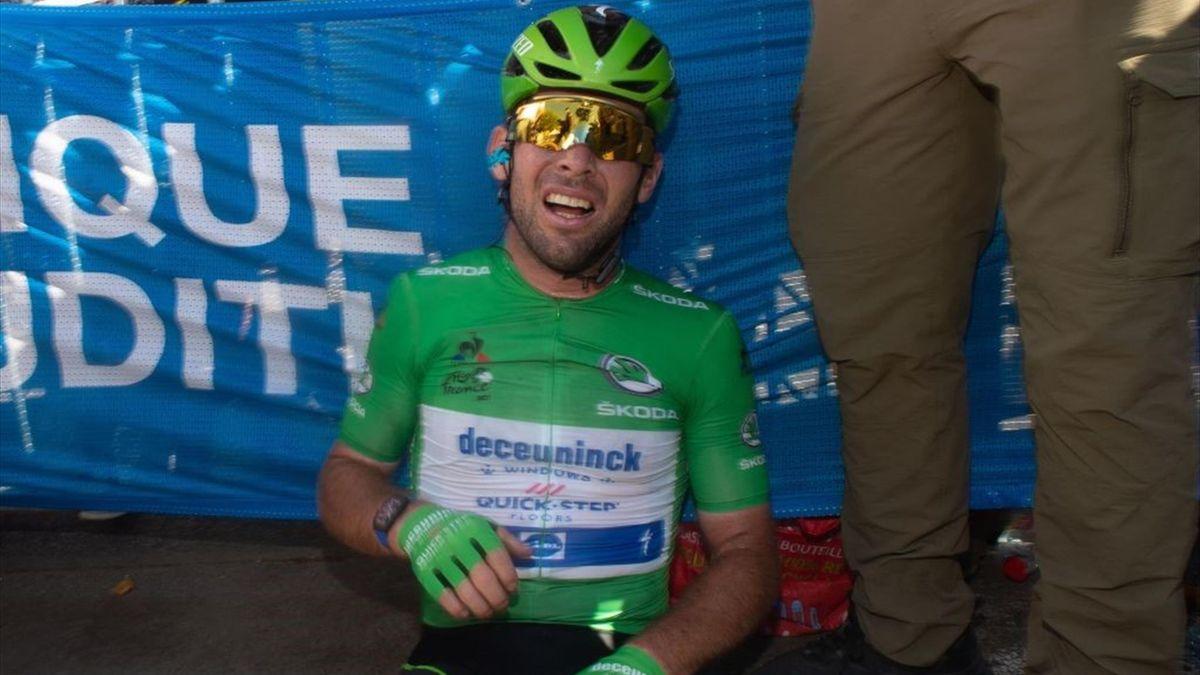Mark Cavendish sfinito dopo la volata di Carcassonne - Tour de France 2021