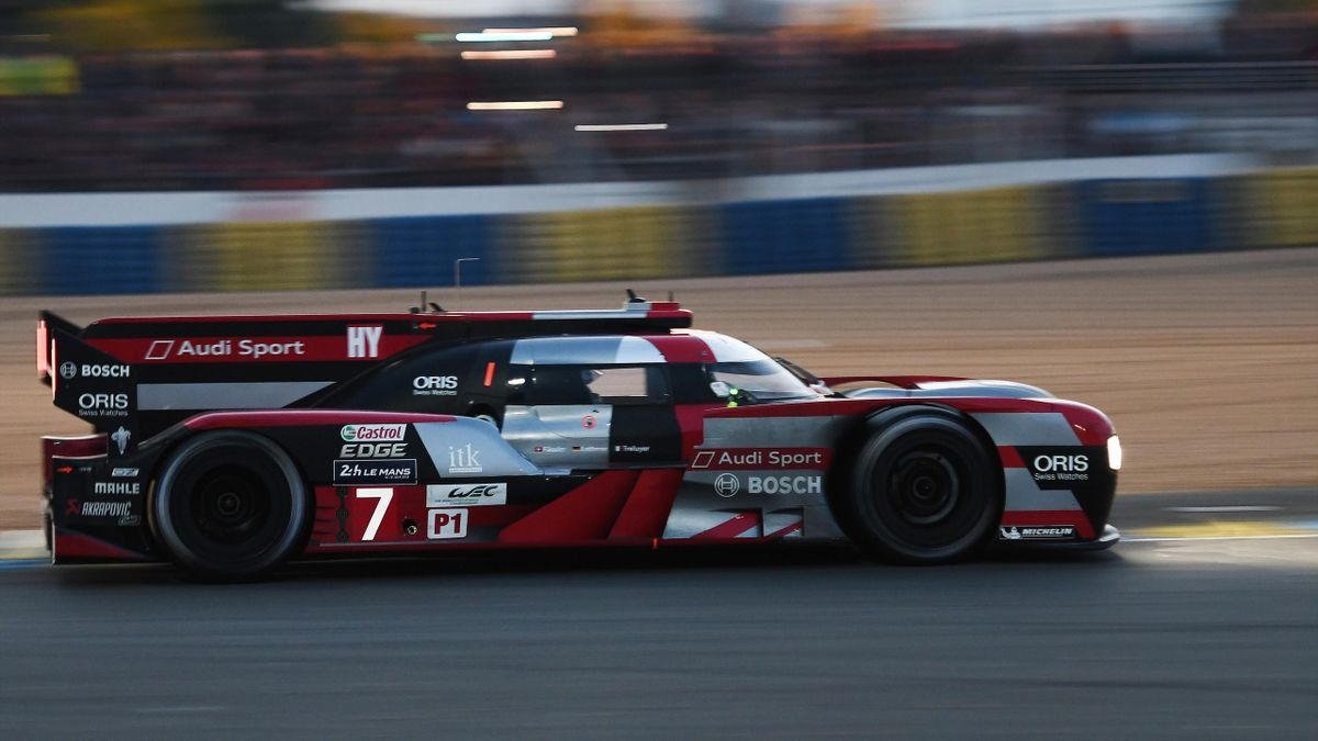 Germany's Andre Lotterer drives his Audi R18 Hybrid n°7 during the 84th Le Mans 24-hours endurance race, on June 18, 2016 in Le Mans, western France