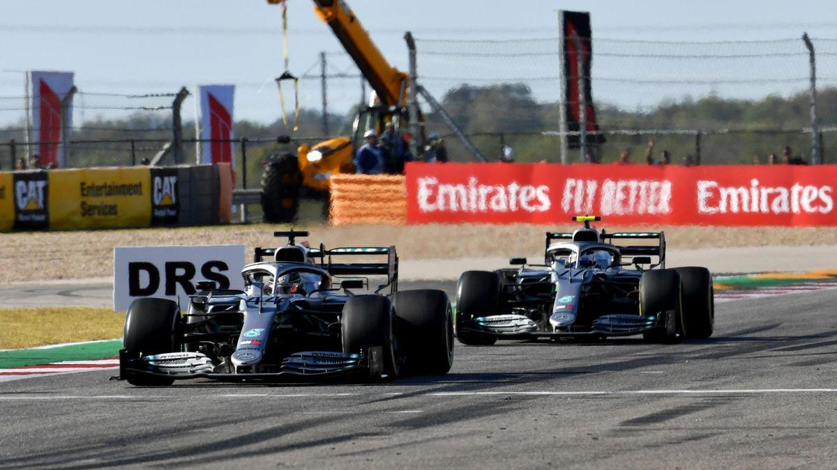 Lewis Hamilton (links) und Valtteri Bottas dürfen sich bereits in Spielberg auf Updates freuen