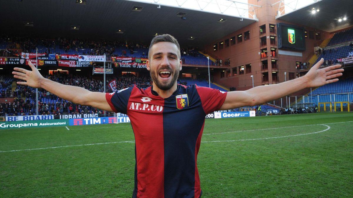 Leonardo Pavoletti con la maglia del Genoa 2015/16