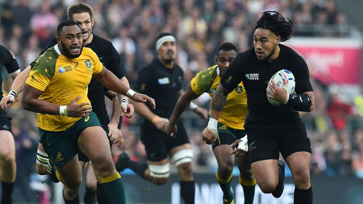 New Zealand's centre Ma'a Nonu (R) runs with the ball during the final match of the 2015 Rugby World Cup between New Zealand and Australia