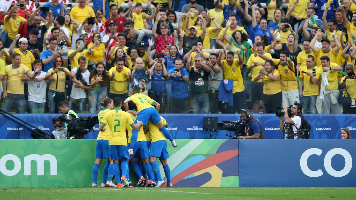 Il Brasile esulta contro il Perú