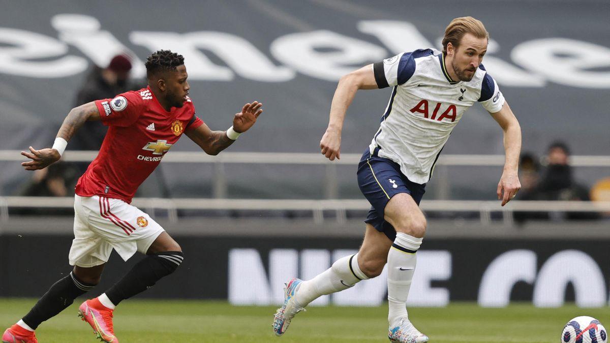 Tottenham Hotspur's English striker Harry Kane (R) drives the ball during the English Premier League football