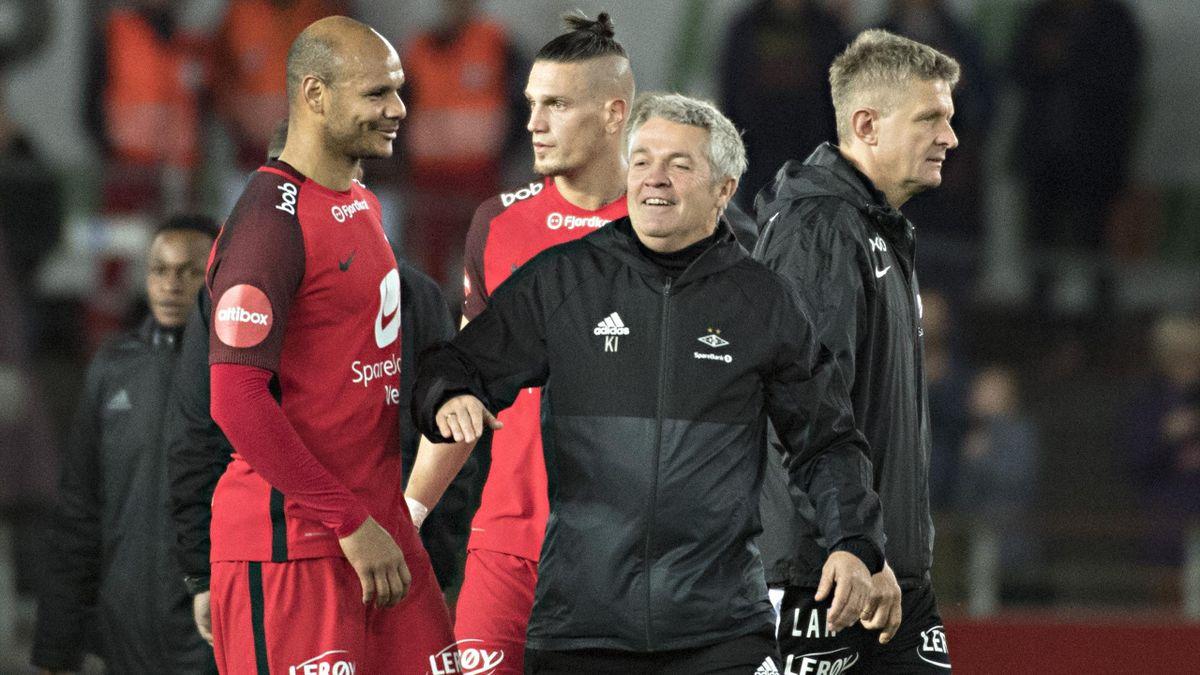 Rosenborg trener Kåre Ingebrigtsen i midten med Branns Daniel Braaten (tv), Vito Wormgoor og trener Lars Arne Nilsen