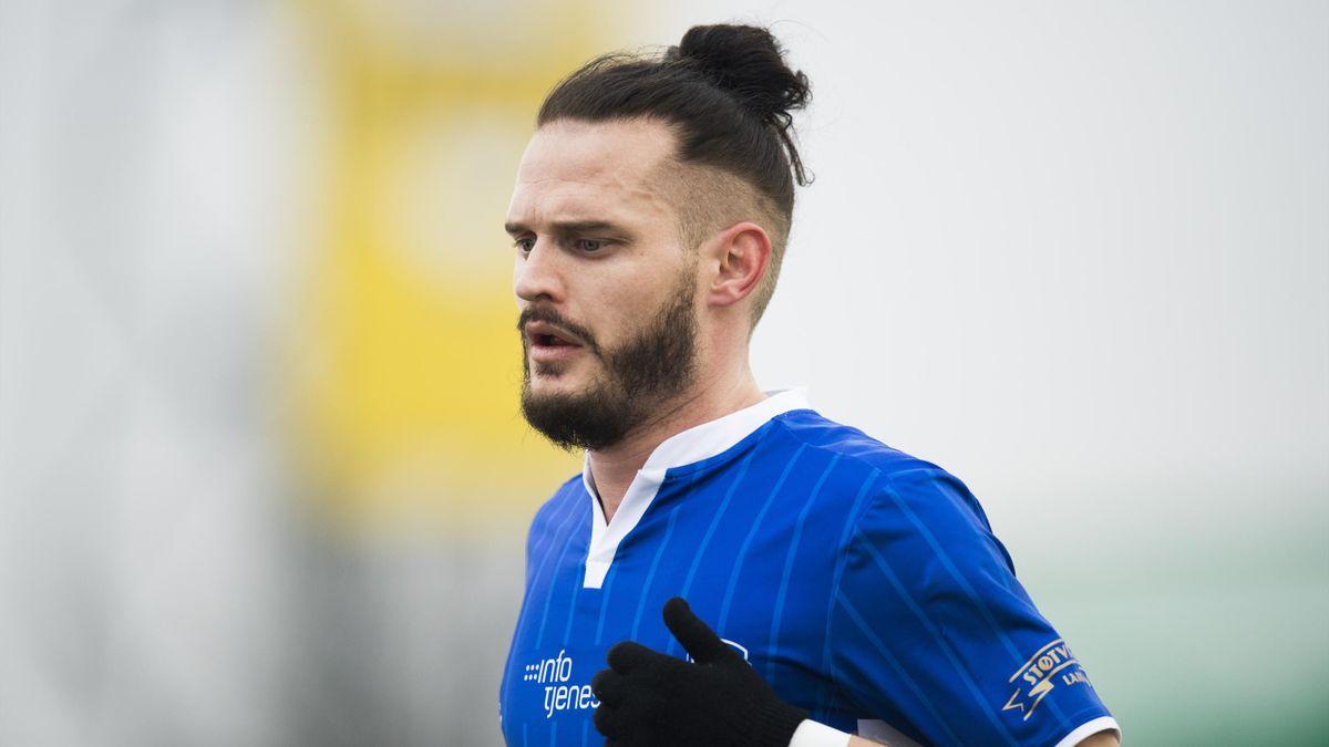 Jonas Lindberg i aksjon under eliteseriekampen i fotball mellom Sarpsborg 08 og Sogndal på Sarpsborg stadion.