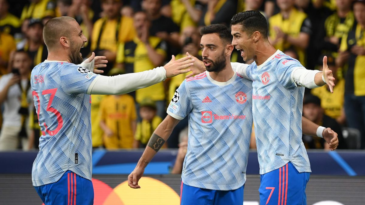 Cristiano Ronaldo (Manchester United) celebra un gol ante el Young Boys en Champions junto a Bruno Fernandes y Luke Shaw