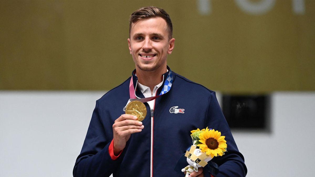 La joie de Jean Quiquampoix et sa magnifique médaille d'or de champion olympique de pistolet rapide à 25m, le 2 août 2021 à Tokyo.