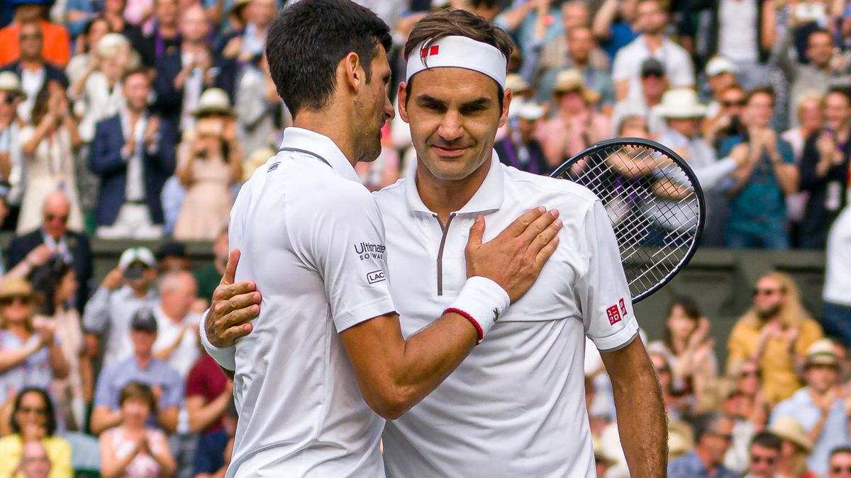 Roger Federer (r.) und Novak Djokovic