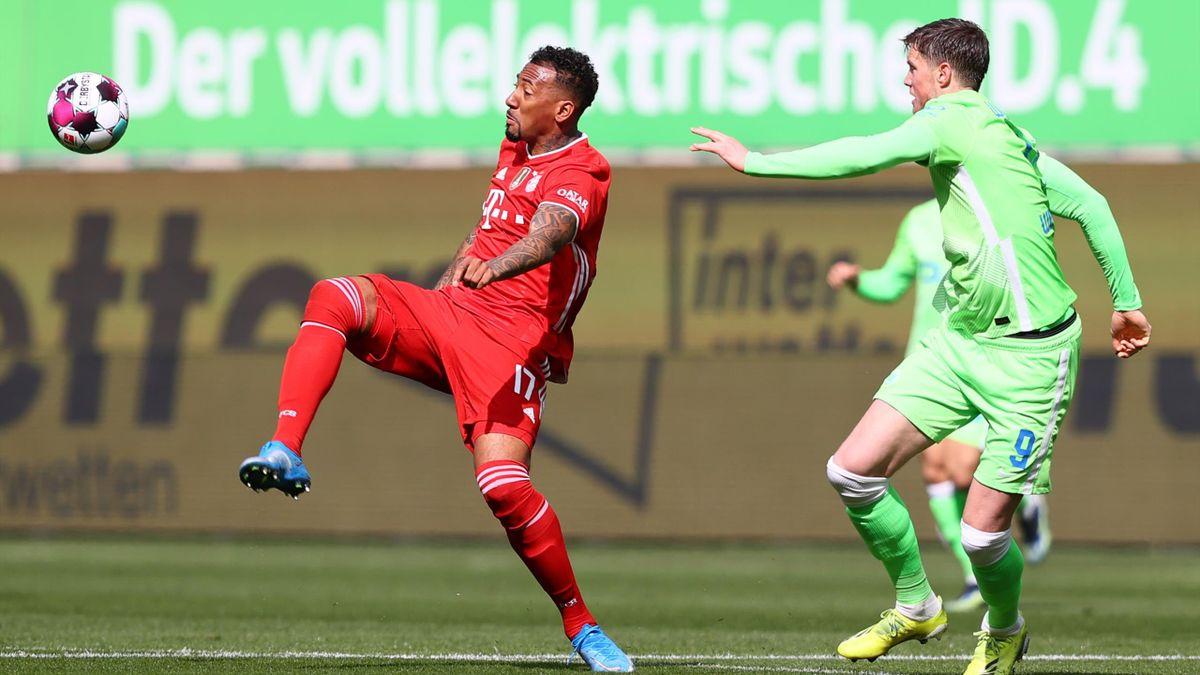 Bayerns Jérôme Boateng (l.) im Spiel gegen den VfL Wolfsburg