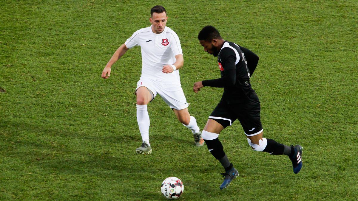 Formatiile FC Hermanstadt (echipament alb) si POli Iasi s-au intalnit intr-o partida desfasurata in Liga I la fotbal, etapa 22, sambata 21 decembrie 2019, la Sibiu.
