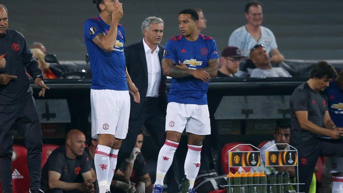 Jose Mourinho alături de Memphis Depay și Zlatan Ibrahimovic
