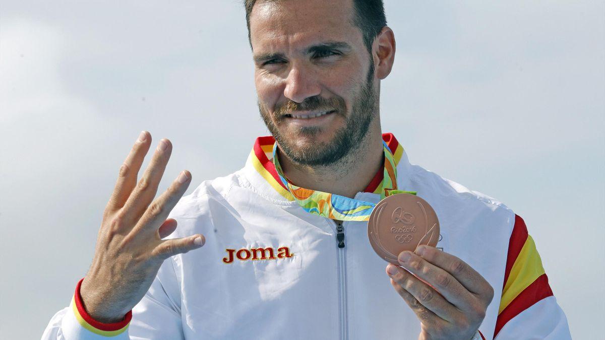 Saul Craviotto con la medalla de bronce en K1 200 metros de Río 2016