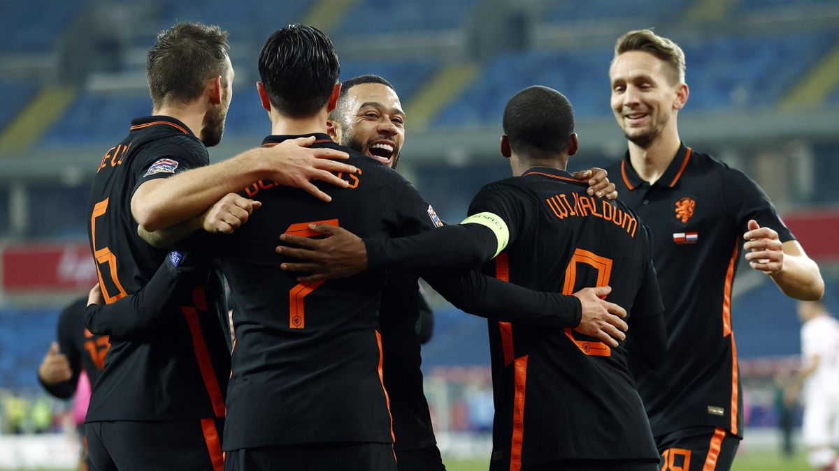 Stefan de Vrij of Holland, Steven Berghuis of Holland, Memphis Depay of Holland, Georginio Wijnaldum of Holland, Luuk de Jong of Holland celebrate the 1-2 during the UEFA Nations League match between Poland and the Netherlands in the Slaski Stadium