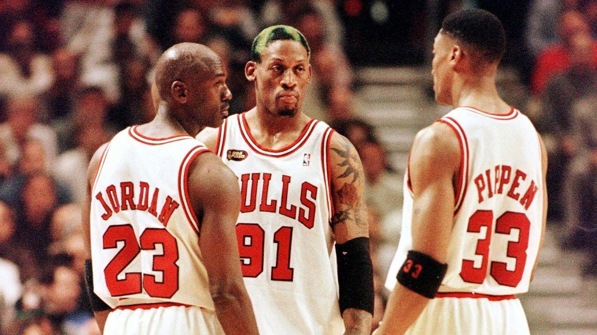 Dennis Rodman, Michael Jordan și Scottie Pippen, 1998