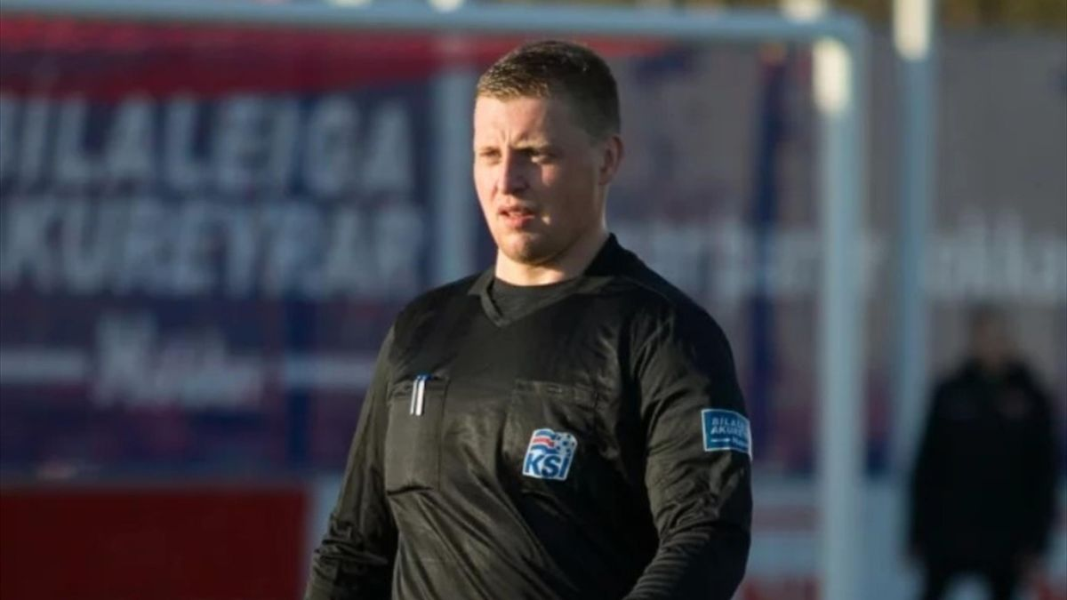 Арбитр Хельги Олафссон