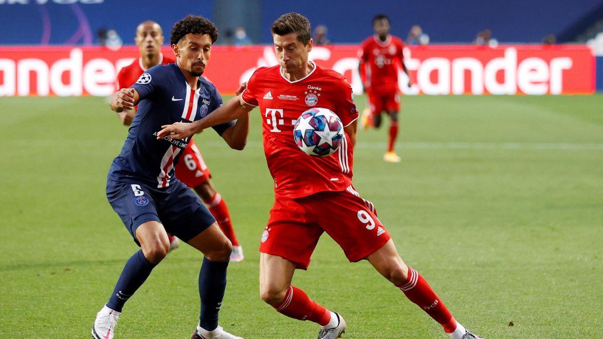 Bayerns Robert Lewandowski im Duell mit Marquinhos von PSG