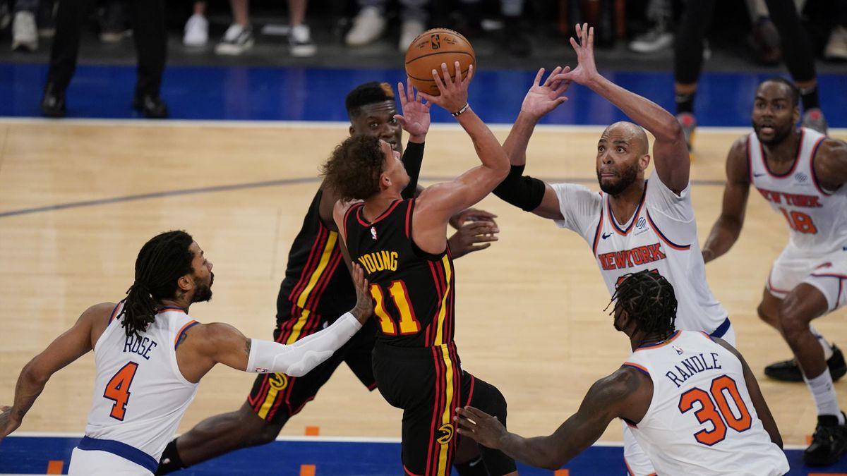 Trae Young (Atlanta Hawks) dans la défense des New York Knicks