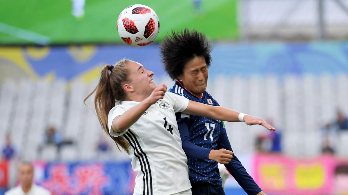 Japan's defender Nanami Kitamura (R) vies with Germany's defender Sophia Kleinherne during the Women's World Cup U20 quarter final football match between Germany and Japan on August 17, 2018, at the La Rabine Stadium.