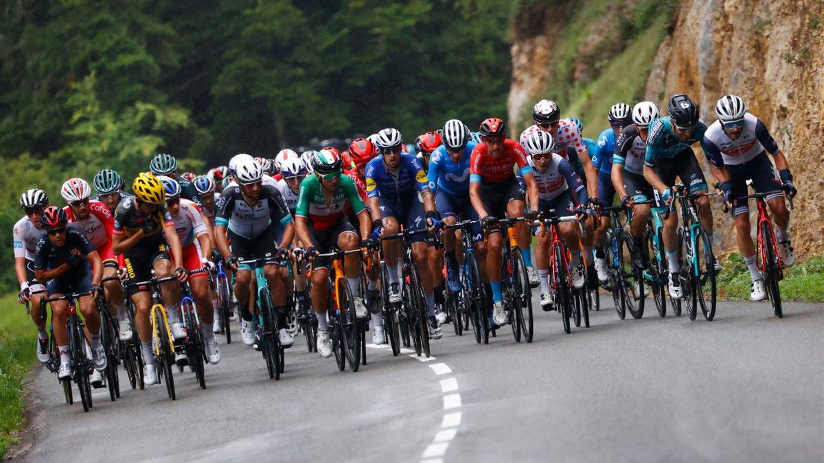Le peloton du Tour de France sur la 8e étape