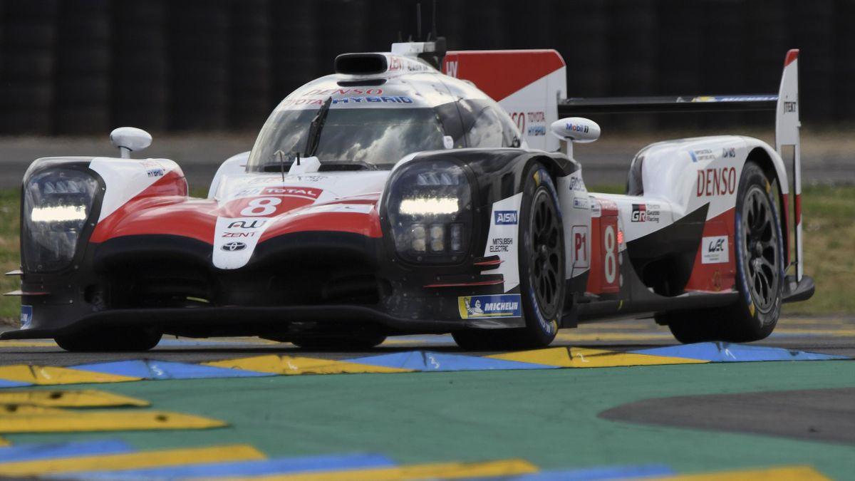 Fernando Alonso lidera los tests de las 24 Horas de Le Mans