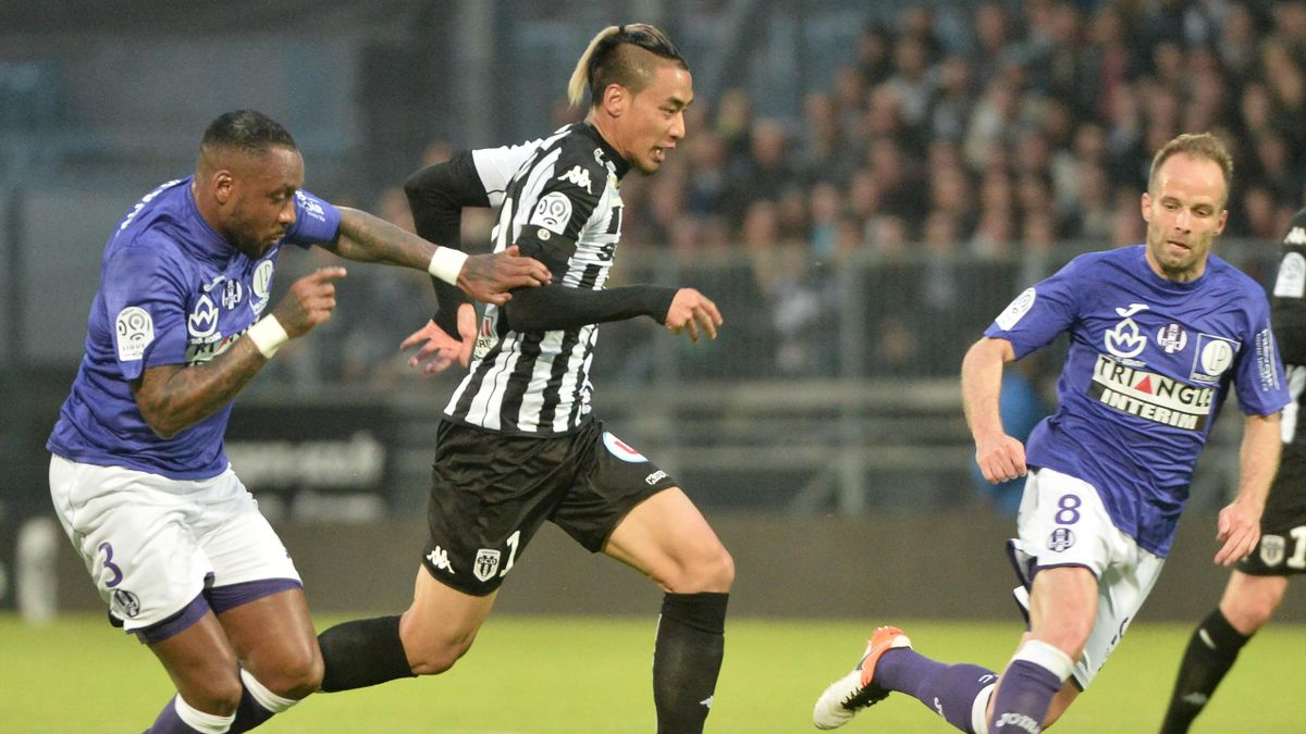 Billy Ketkeophomphone (Angers) contre Toulouse