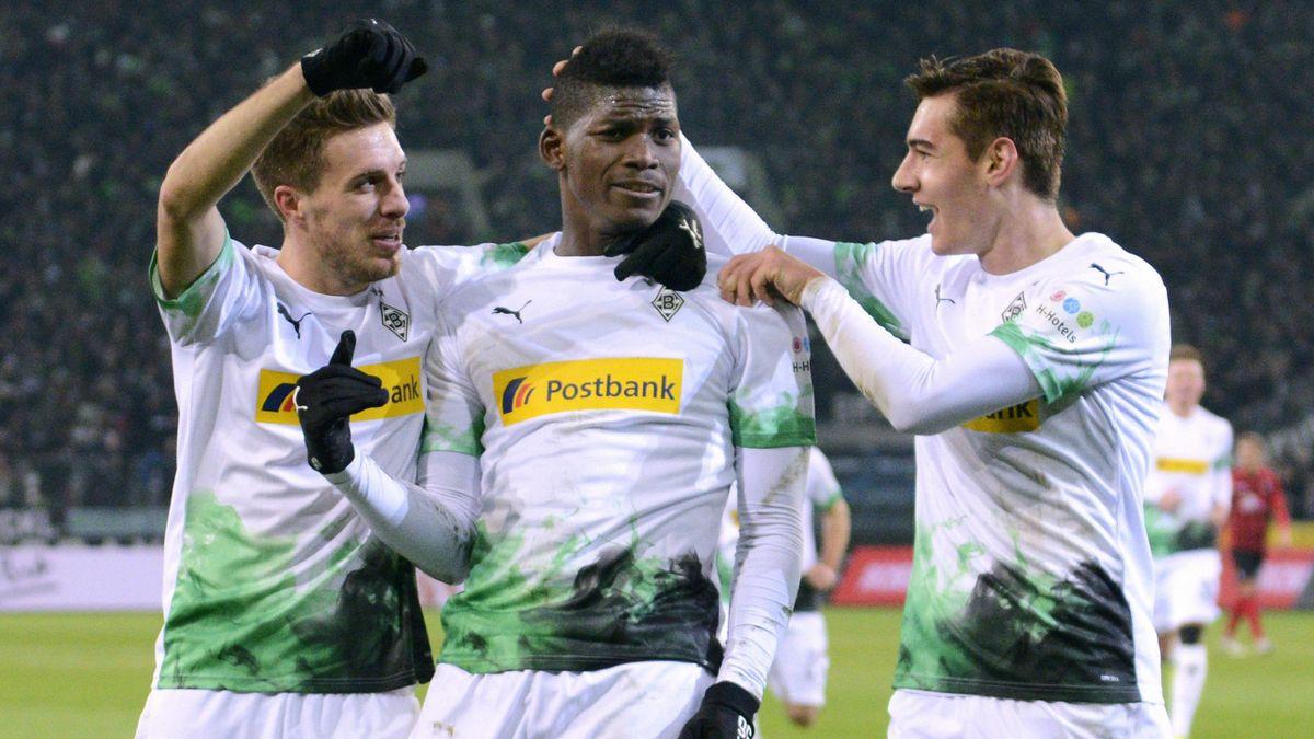 Breel Emoblo (mitte) von Borussia Mönchengladbach