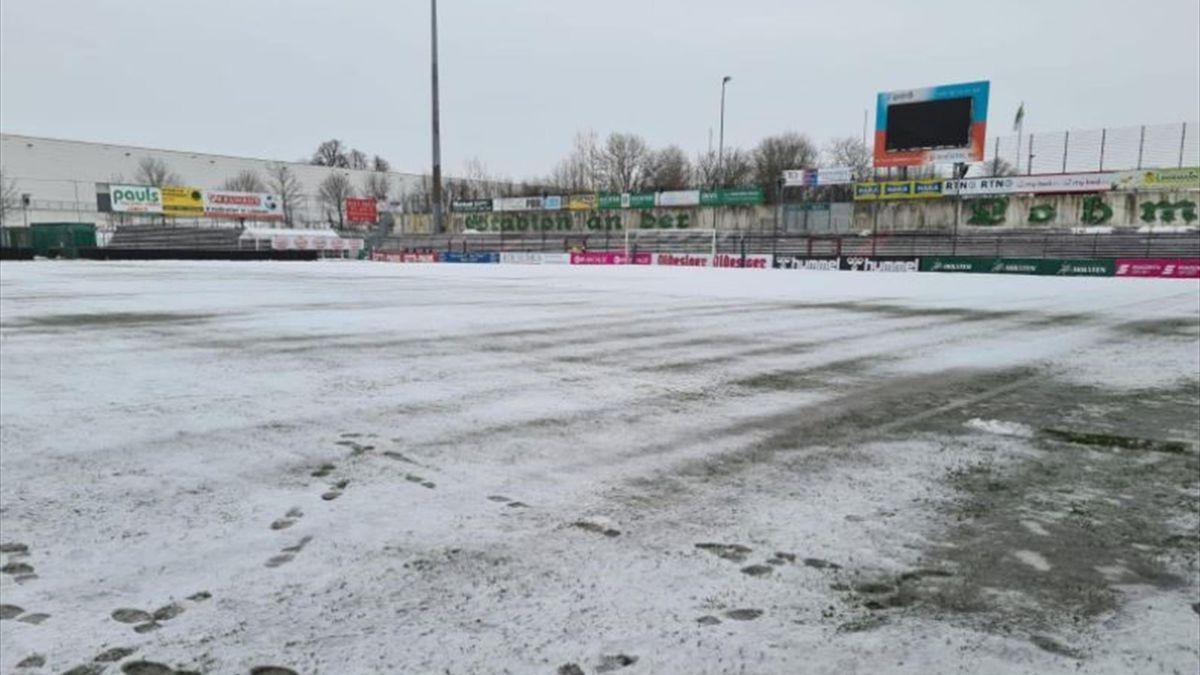 Der Platz im Stadion an der Lohmühle zu Lübeck ist unbespielbar