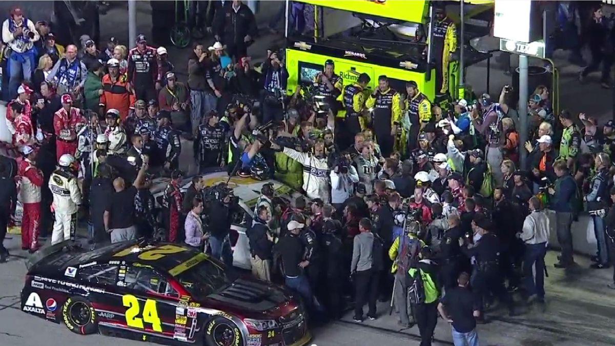Гонка NASCAR закончилась дракой двух команд