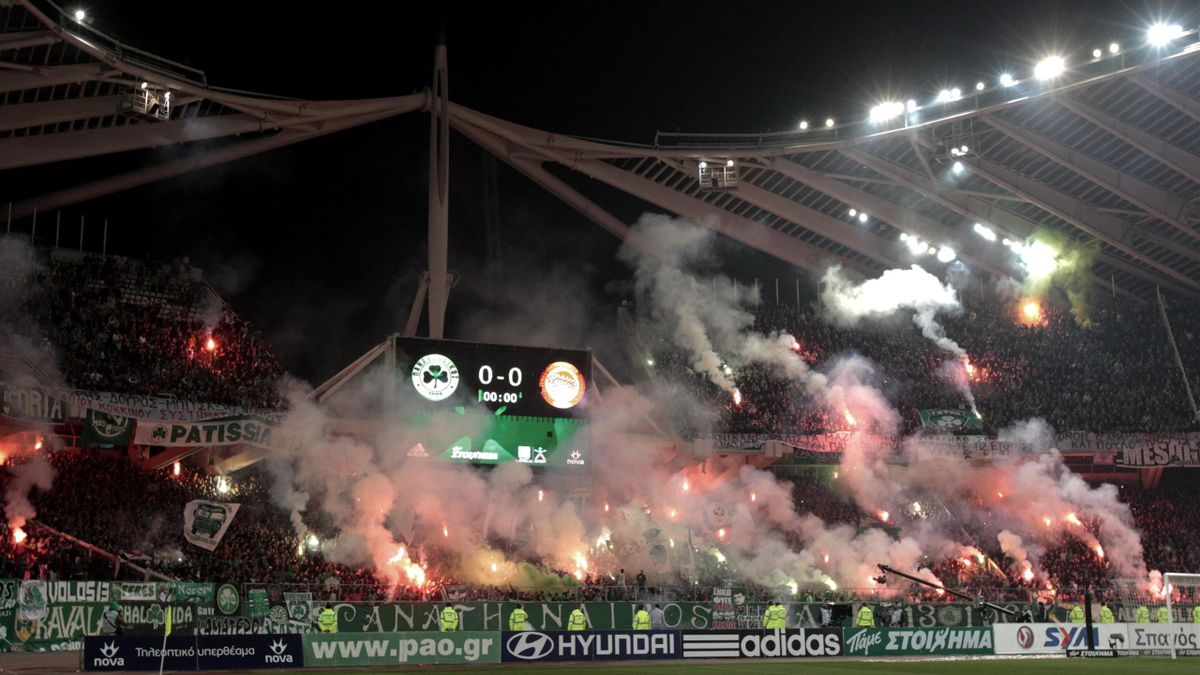 Pyrotechnik bei Olympiakos Piräus