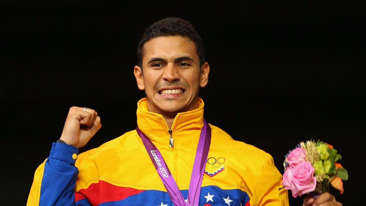 Ruben Limardo con la medaglia d'oro al collo a Londra 2012