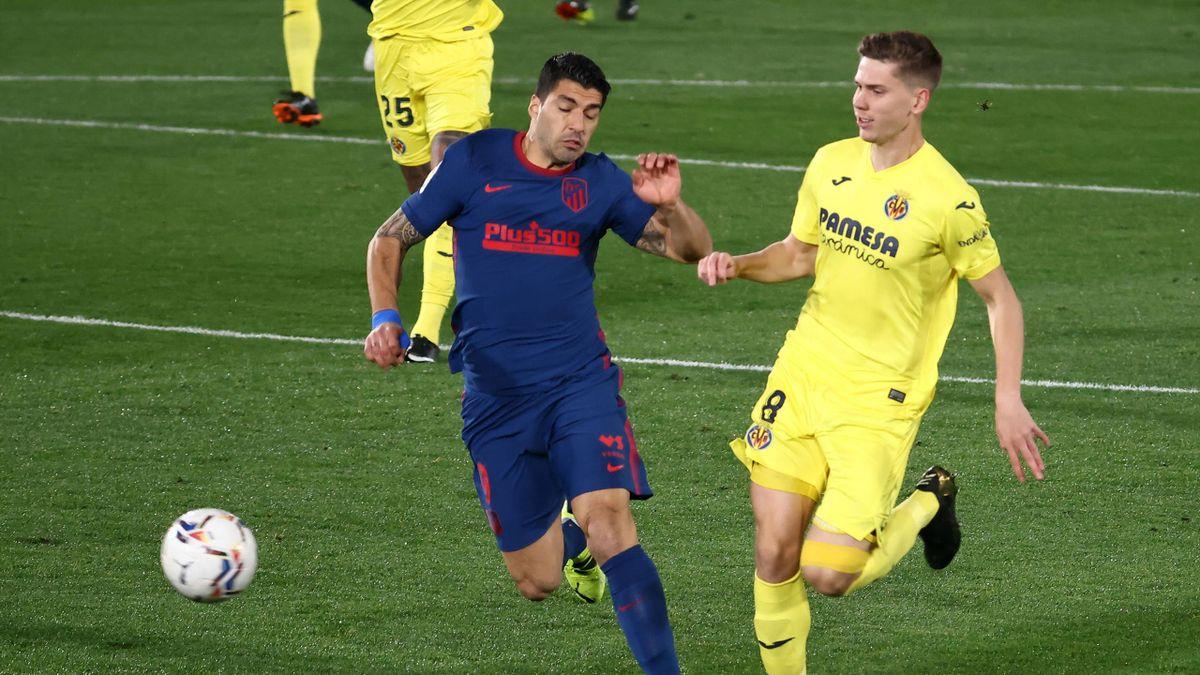 Luis Suárez (Atlético) y Juan Foyth (Villarreal)