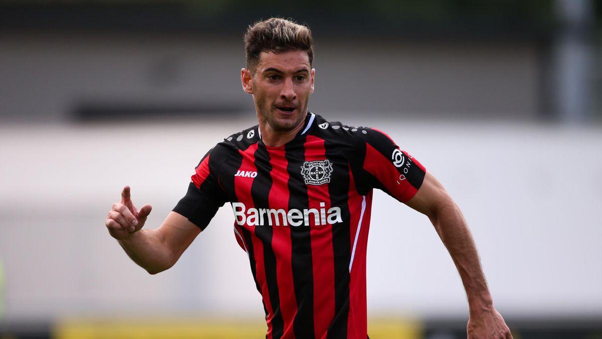 Lucas Alario bleibt Bayer Leverkusen erhalten