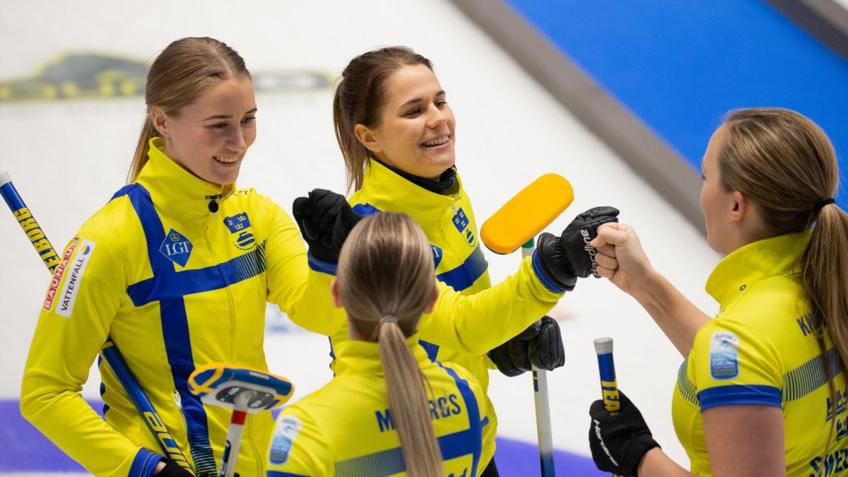 Sweden and Team Hasselborg (@World Curling)