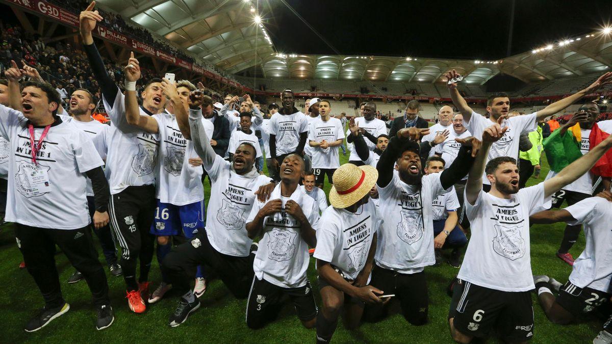 Les joueurs d'Amiens célèbrent leur montée en Ligue 1.