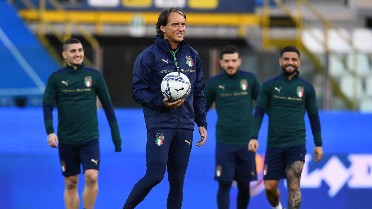 Roberto Mancini con Verratti, Insigne e Florenzi, 2021