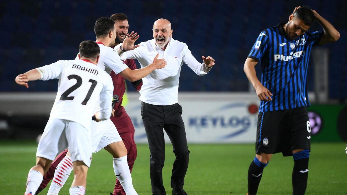 Stefano Pioli festeggia l'accesso alla Champions League dopo la vittoria contro l'Atalanta