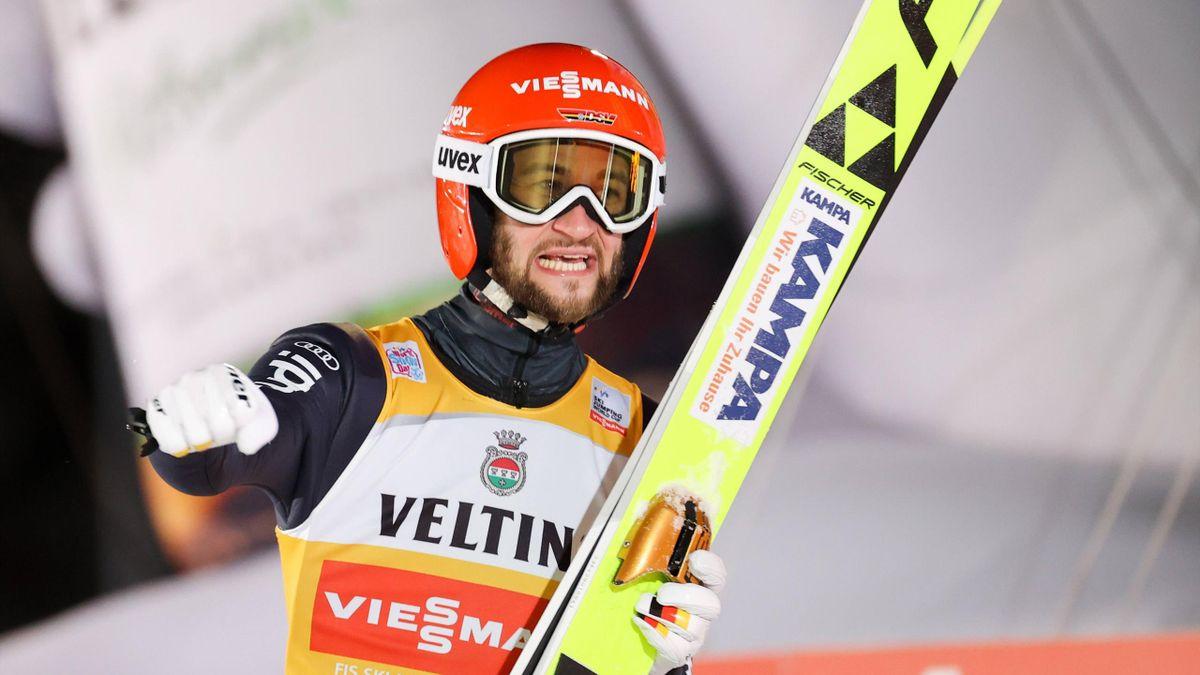Markus Eisenbichler bejubelt seinen zweiten Platz in Ruka