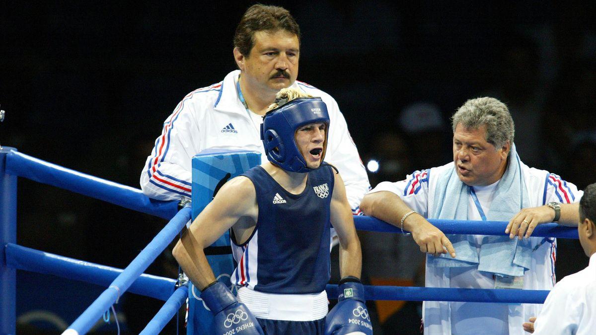 Dominique Nato (au fond à gauche) est candidat à la présidence de la fédération française de boxe.
