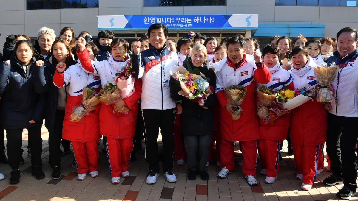 La squadra di hockey della Corea del Nord sbarca in Corea del Sud: a PyeongChang scenderà in campo la squadra delle due Coree unite