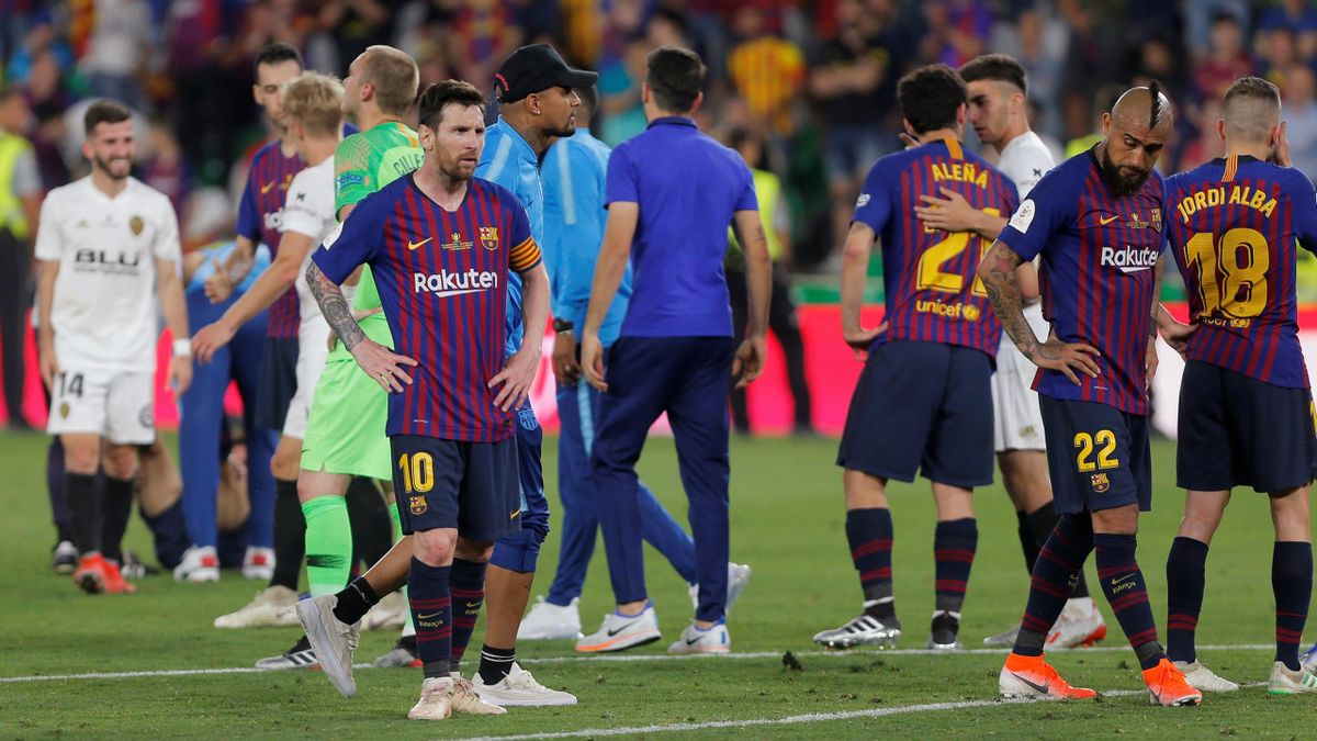 Barcelona's Lionel Messi and teammates look dejected