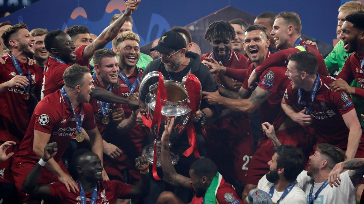 Head coach Jurgen Klopp of Liverpool lifts the Champions League Trophy after winning the UEFA Champions League Final between Tottenham Hotspur and Liverpool at the Wanda Metropolitano in Madrid, Spain on June 01, 2019.
