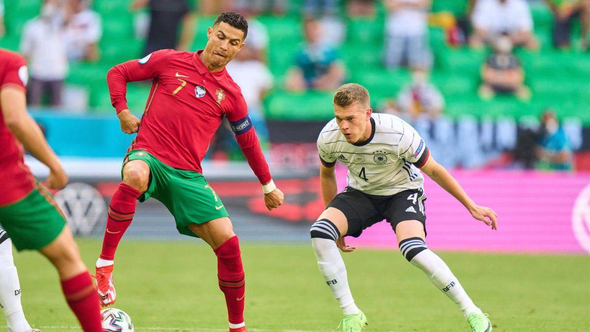 Cristiano Ronaldo (links) im Zweikampf mit Matthias Ginter - EURO 2020