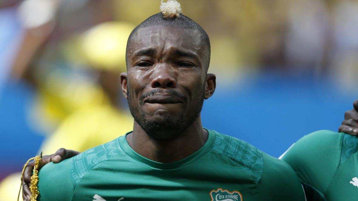 Geoffroy Serey Die lors des hymnes de Côte d'Ivoire - Colombie, Coupe du monde 2014