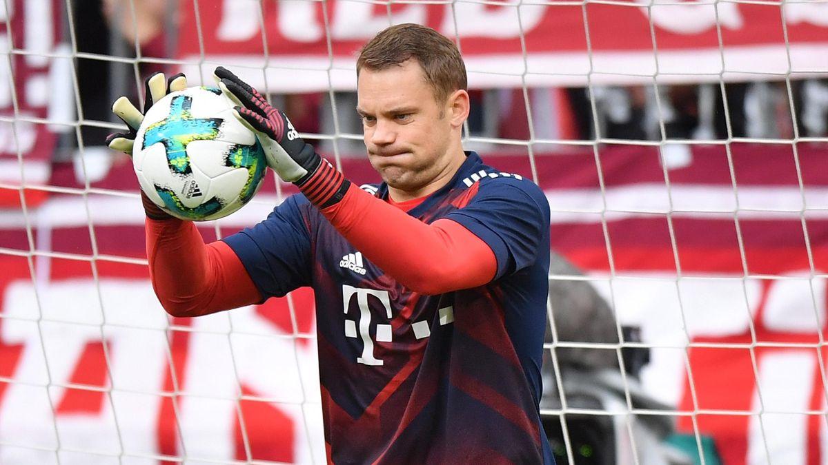 Manuel Neuer Krücken