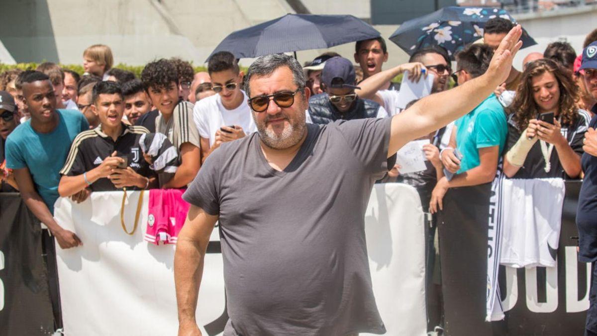 Mino Raiola osannato dai tifosi della Juventus nell'estate 2019 dopo l'acquisto di De Ligt