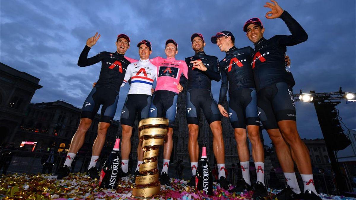 Geoghegan Hart und Team Ineos feiern den Giro-Sieg 2020