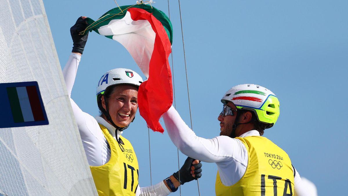 Caterina Banti e Ruggero Tita con la bandiera italiana