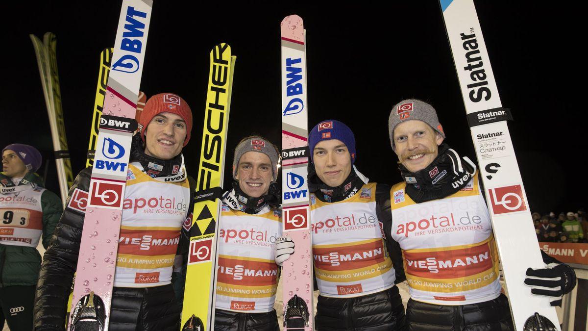 Daniel Andre Tande, t.v. Anders Fannemel, Johann Andre Forfang, og Robert Johansson