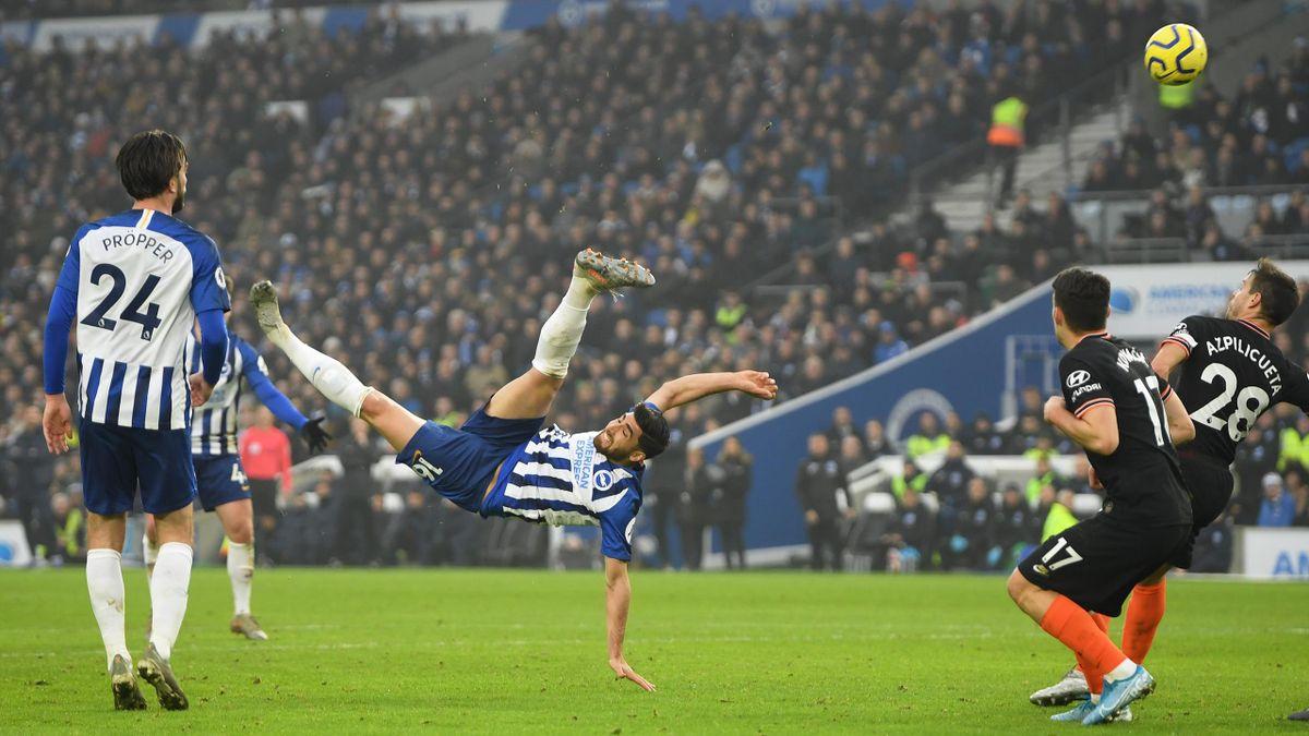 Brighton and Hove Albion-Chelsea 2019-2020: la spettacolare rovesciata con cui Alireza Jahanbakhsh (Brighton) fissa all'84' il risultato sull'1-1 (Getty Images)