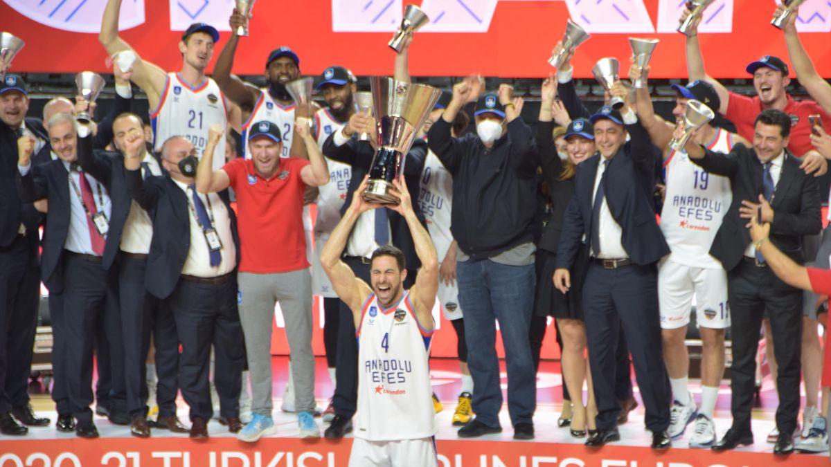 Anadolu Efes campione d'Europa 2021